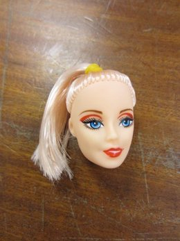 Modelo de muñeca destruida