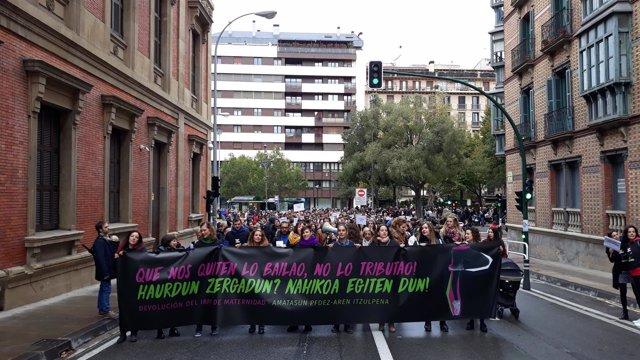 Manifestación para reclamar la devolución de las retenciones por maternidad