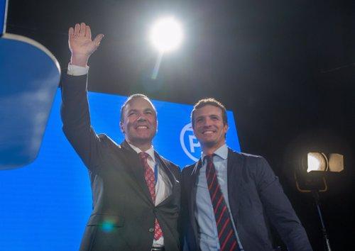 Presidente del Grupo Popular Europeo, Manfred Weber, y del PP, Pablo Casado