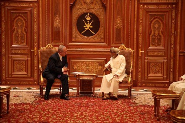 Benjamin Netanyahu y el sultán de Omán Qabus bin Said