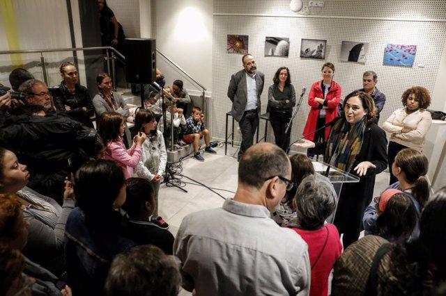 La alcaldesa Ada Colau en la inauguración de una escuela de cocina en Nou Barris