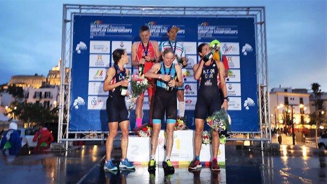 Podium élite Campeonato de Europa de Triatlón