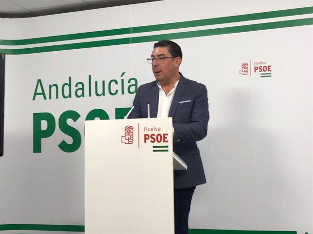 Manuel Domínguez, en rueda de prensa.