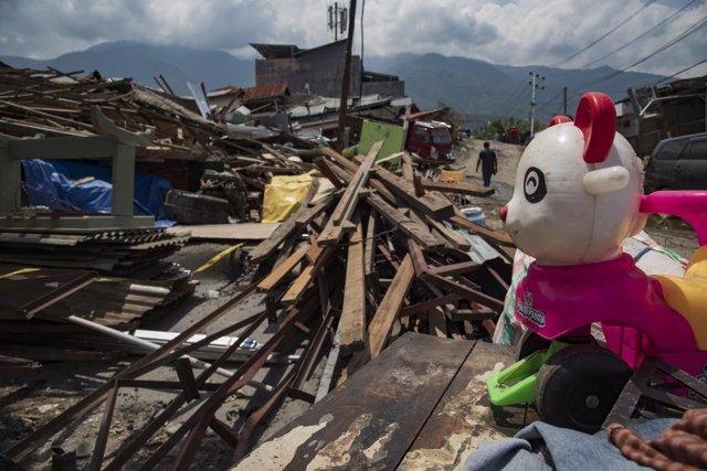 Efectos del terremoto y el tsunami en Belaroa, en la isla Célebes de Indonesia