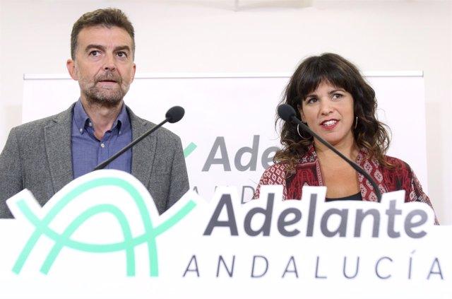 Antonio Maíllo y Teresa Rodríguez en rueda de prensa