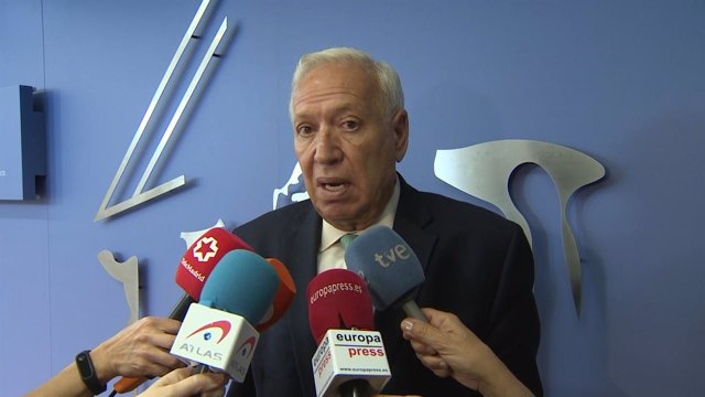 Margallo en los pasillos del Congreso de los Diputados