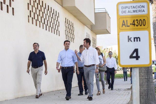 Imagen de una visita de Javier Aureliano García al municipio de El Ejido.