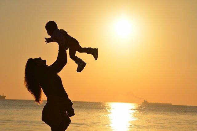 Día de la Madre Argentina, madre e hijo, puesta de sol