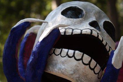 Los altares de muertos de México llegan a los cementerios de Madrid por el Día de todos lo Santos
