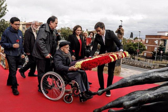Ofrenda floral en el homenaje a la Brigadas Internacionales