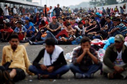 Un nuevo grupo de 300 salvadoreños abandona su país con destino a Estados Unidos