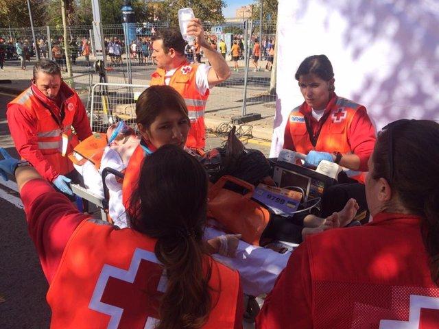 Atención de Cruz Roja en la Media Maratón de València