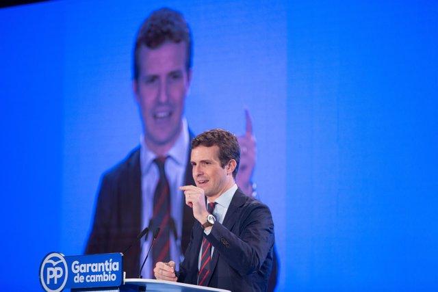 En Sevilla, el presidente del PP, Pablo Casado, junto al presidente del GPPE en