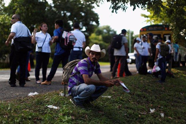 Migrantes salvadoreños atraviesan Centroamérica para llegar a Estados Unidos.