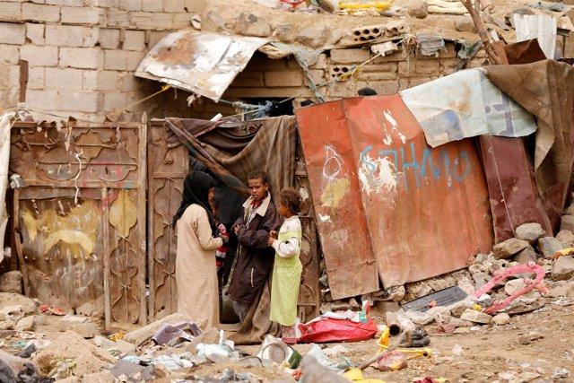 Niños desplazados de Hodeida en Saná