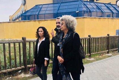 """Angela Davis, tras visitar el CIE de Aluche (Madrid): """"Nadie debe ser tratado de esa manera. Es inhumano y vergonzoso"""""""