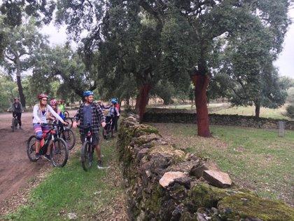Especialistas europeos en ecoturismo valoran la riqueza de la Sierra en Huelva en un viaje de familiarización