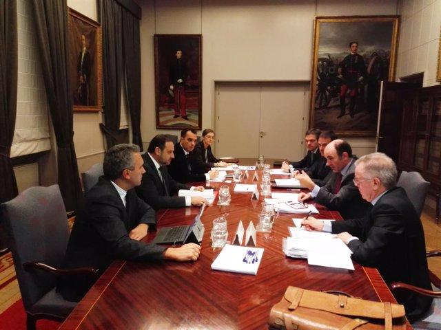 Reunión entre el vicepresidente Ayerdi y el ministro Ábalos