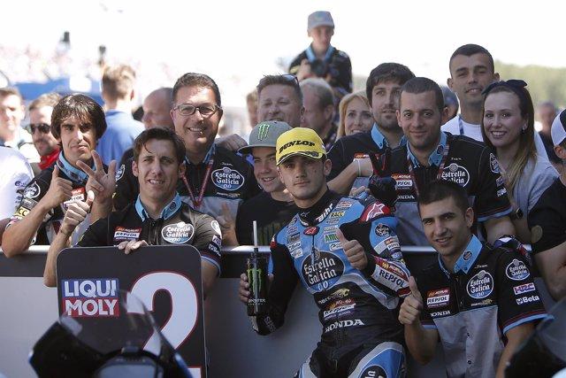 Arón Canet, con su equipo en el GP de Holanda