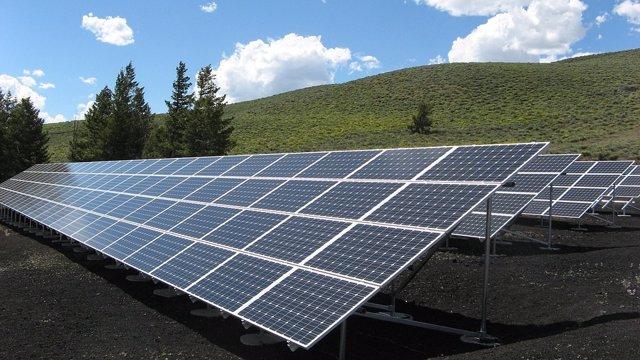 Imagen de archivo de paneles de energía fotovoltaica