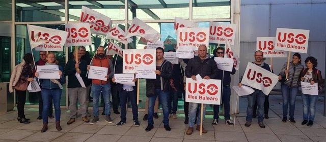 USO se manifiesta por la concertada ante la Conselleria de Eduación
