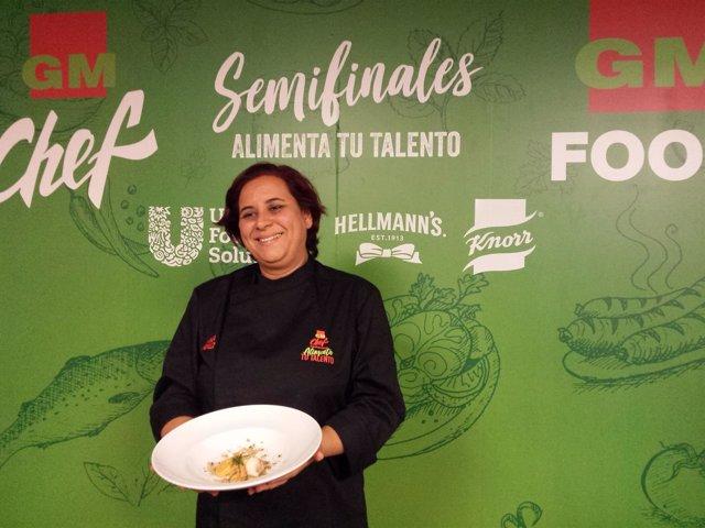 Natalia González junto a la tapa ganadora en la semifinal canaria de GMChef 2018