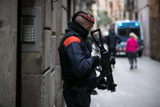"Registro de ""narcopisos"" en Ciutat Vella, Barcelona, el lunes"