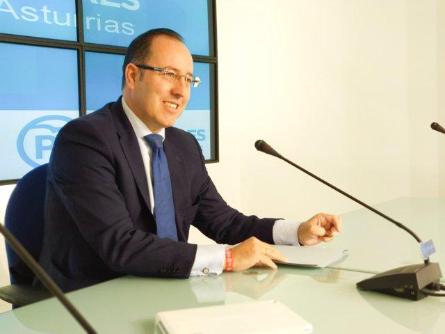 El senador del PP por Asturias, Mario Arias, en rueda de prensa