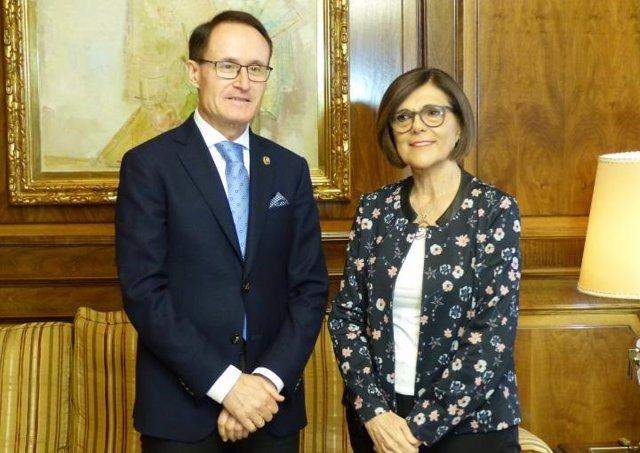 El Fiscal Díez Manzanera con la presidenta de la Asamblea
