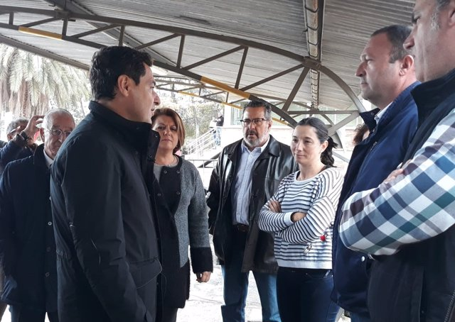 Juanma Moreno (PP-A) se reúne con trabajadores de Cemex en Gádor