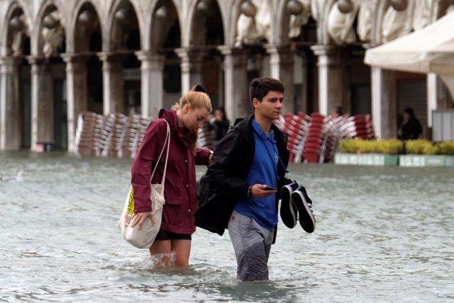 La Plaza San Marcos, en Venecia, inundada por el 'acqua alta' debido al temporal