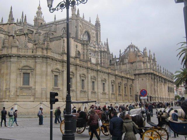 Turistas en la Catedral de Sevilla