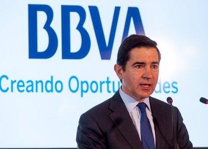 """Torres (BBVA) califica de """"ejemplar"""" la marcha de González como presidente"""