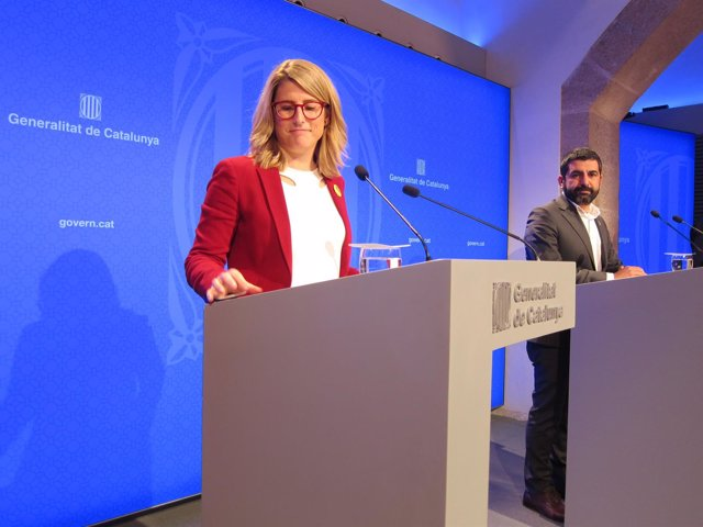 La portavoz del Govern Elsa Artadi y el conseller Chakir el Homrani