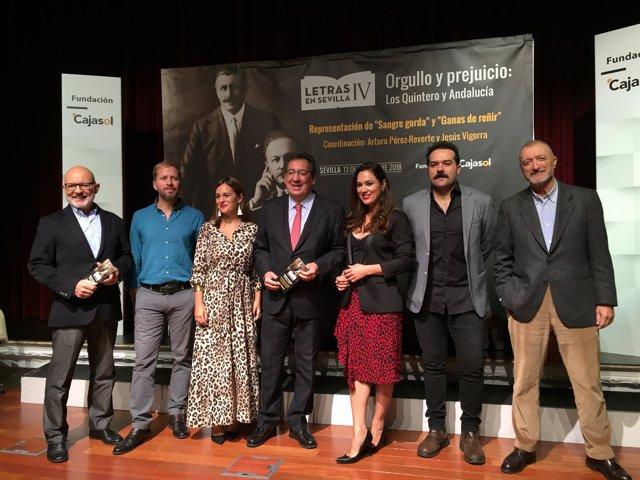 El presidente de la fundación Cajasol y los actores de 'Letras en Sevilla' 2018