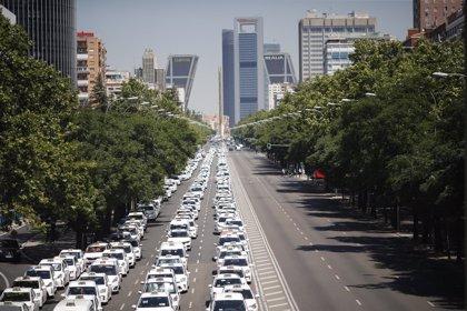 """Los taxistas """"exigen"""" a las comunidades que empiecen a regular a los VTC"""