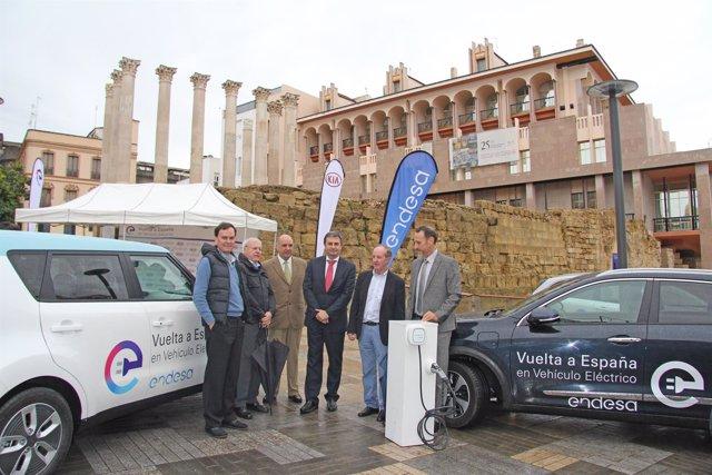 Llegada a Córdoba de la V etapa de la II Vuelta a España en Vehículo Eléctrico