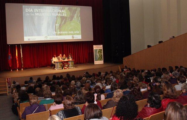 Encuentro de mujeres en Aracena con Luz de Haro.