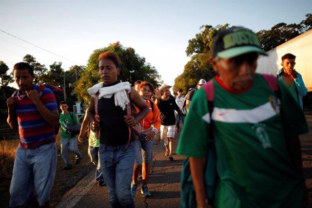 Migrantes centroamericanos de la caravana que se dirige a EEUU
