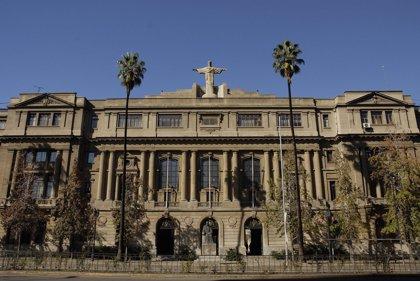 Evacúan por un aviso de bomba falso la Universidad Católica de Santiago de Chile