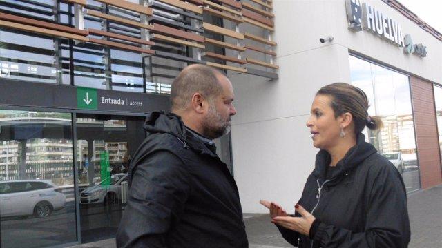 María de Gracia González y Rafael Sánchez Rufo, en la estación de tren.