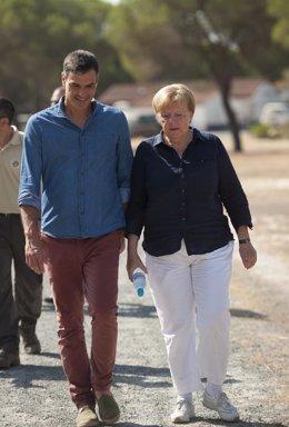 Sánchez y Merkel visitan el centro de cría de El Acebuche