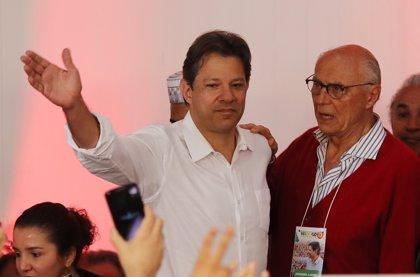 Haddad rompe a llorar en una reunión del PT tras su derrota electoral
