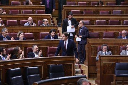 """El Congreso español insta al Gobierno, con la abstención del PSOE, a condenar la """"dictadura"""" de Maduro"""