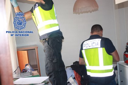 Desarticulado un grupo que explotaba sexualmente a jóvenes transexuales de Brasil en un piso de Murcia (España)