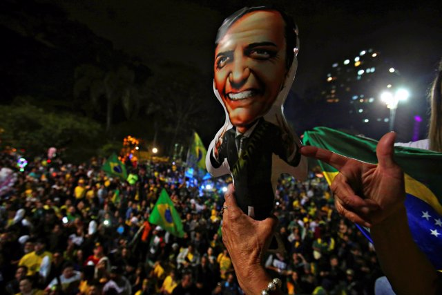 Seguidores de Jair Bolsonaro celebran la victoria