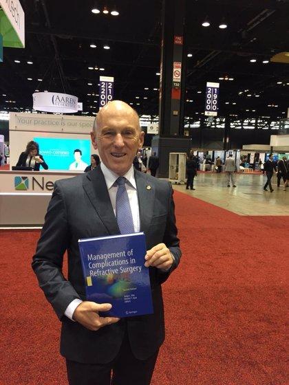 El doctor Jorge Alió, reconocido por la Academia de Oftalmología estadounidense