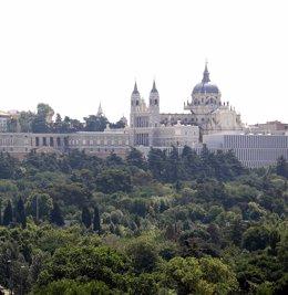 Zonas verdes de Madrid, árboles, jardines, Catedral de la Almudena y Palacio Rea
