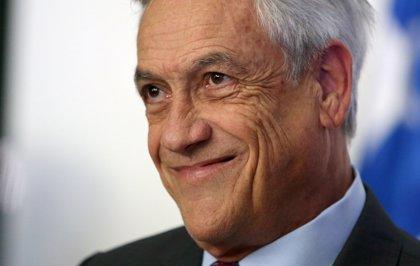 """Piñera se compromete a no contar """"chistes machistas"""" tras enunciar """"el principio de la minifalda"""""""