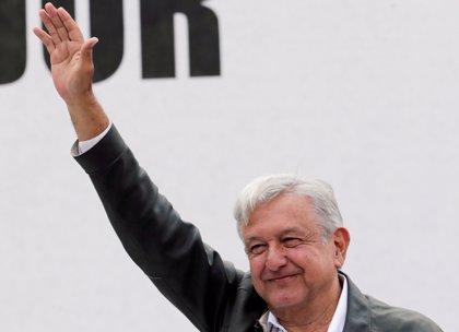 López Obrador se reúne con contratistas tras cancelar las obras del nuevo aeropuerto en México